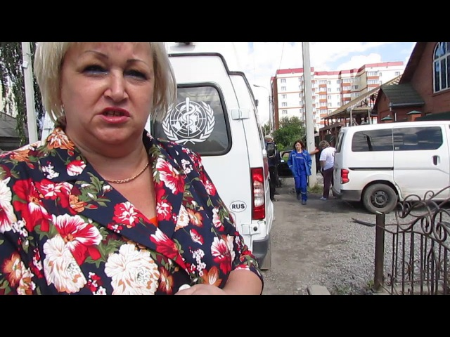 Неадекватного новосибирца, ломавшего машину, привязали к столбу в Бердске