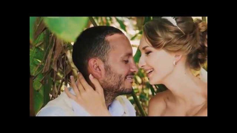 Анна и Густаво - двуязычная свадьба на пляже с банкетом и Слоном
