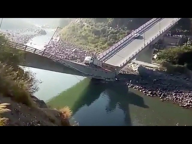 Индия Miraculous escape after bridge collapses breaks in two