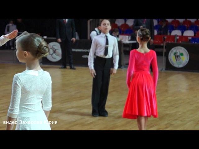 Квикстеп в финале танцуют Захаров Степан и Крапивина Арина пара №142