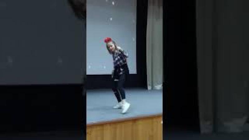 На конкурсе Школьная звезда Наминация-танец( своя постановка)