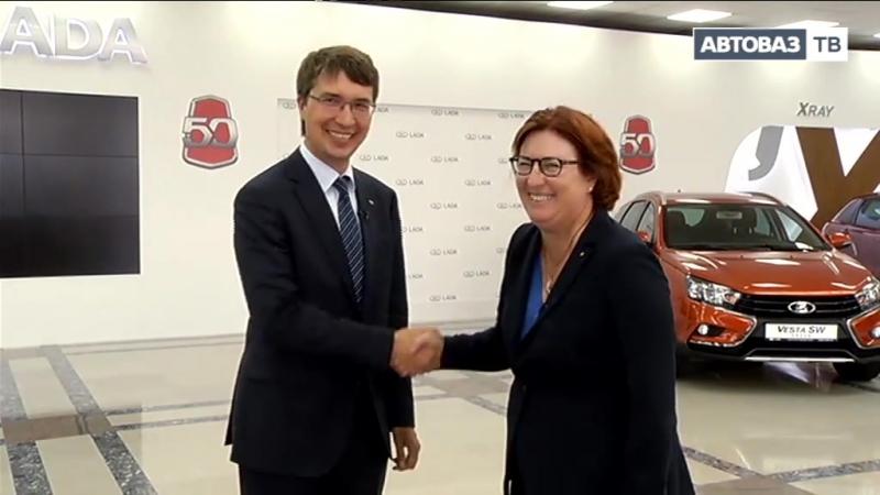 АВТОВАЗ с рабочим визитом посетила Мари-Франсуаза Дамзан - исполнительный вице-президент по персоналу Альянса RENAULT-NISSAN.