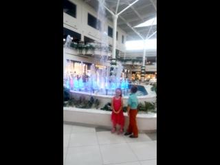 Діточки і фонтанчик