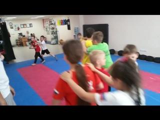 Упражнение Паравозик!😋 Клуб КРАВ-МАГА. Израильская система самозащиты и рукопашного боя для детей и взрослых.  👉 г