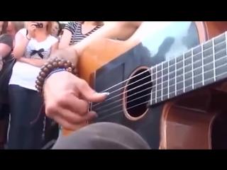 Супер крутой гитарист гений