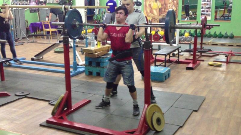 Алимгулов Линар (Резец) присед 60 кг 5 по 5