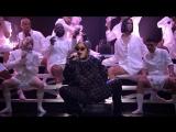 Charli XCX исполнила вживую песню Boys