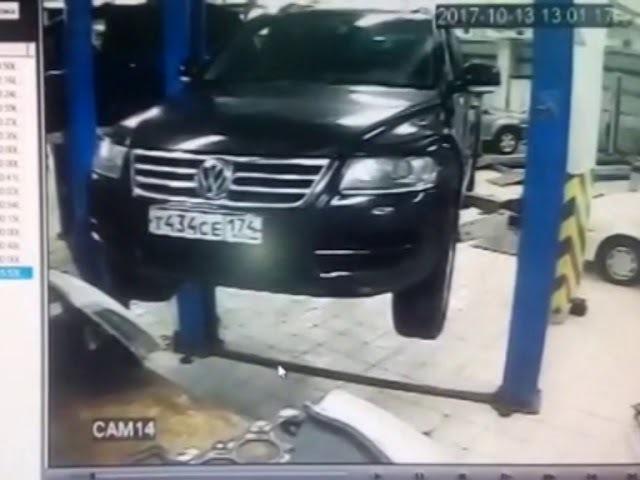 В одном из уфимских автосервисов автомобиль сорвался с подъемника