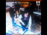 В Ульяновске продавщица разогнала воров, обокравших заснувшего таксиста