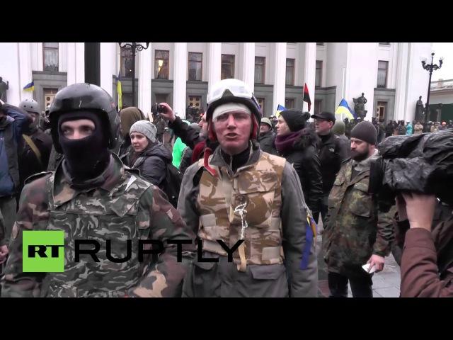 22 февраля 2014. Киев. Ukraine Protesters detain looters outside Kievs Mariyinsky Palace