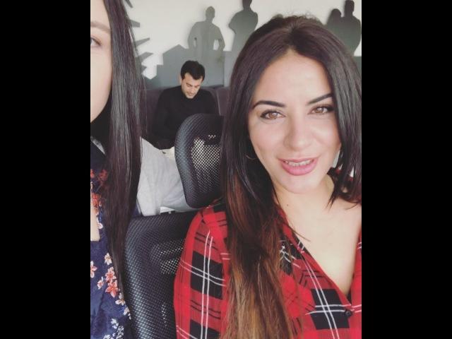 """Yasemin Sakallıoğlu on Instagram: """"Zara nasıl keşfedildi❓ 🤗 @zaramuzik eşkiyadünyayahükümdarolmaz"""""""