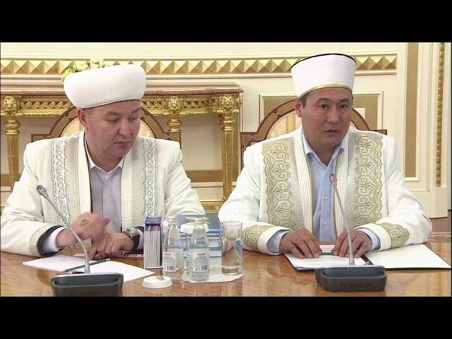Те кто желают нам зла, пытаются внедрить чуждые религиозные учения - Назарбаев