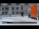 ДЕВУШКА В КУПАЛЬНИКЕ ГУЛЯЕТ ЗИМОЙ - ПРИКОЛ 2018