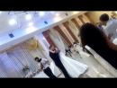 жених  поет своей невесте