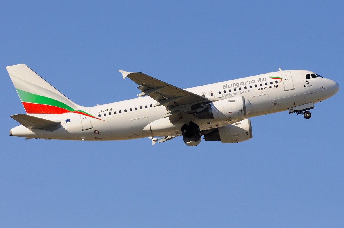 Airbus A319 Bulgaria Air в полете
