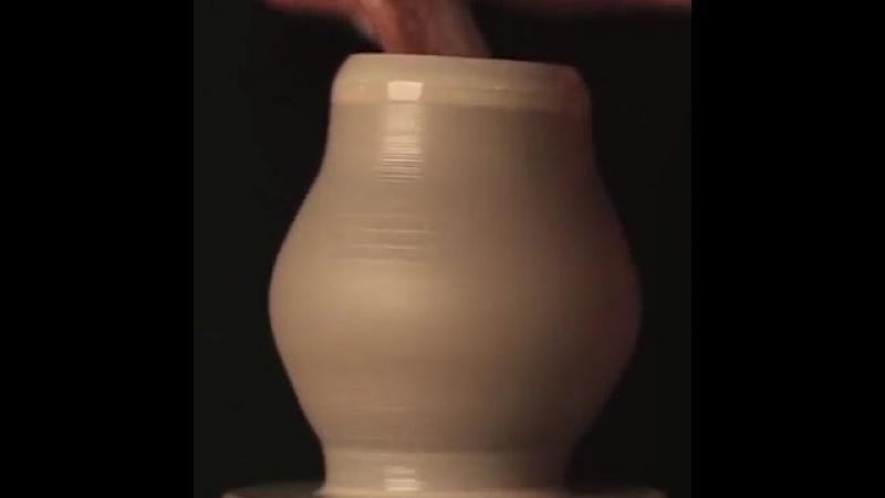 «Размер имеет значение». Гончар Jon Almeda создает невероятно крошечные керамические предметы...