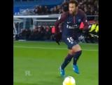 Форвард «ПСЖ» Неймар за пару секунд обыграл соперника в междуножье и сделал пас рабоной - Чемпионат Франции 2017-2018 - Футбол -