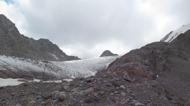 Ледник под перевалом Ак-тёбе.
