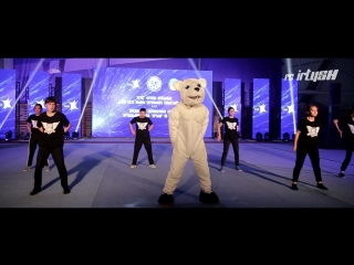 Танец талисмана ФК Иртыш(мишка) и студия уличного танца Just fly crew