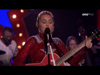 Miley Cyrus - These Boots Are Made for Walkin (The Tonight Show Starring Jimmy Fallon - 2017-10-04)