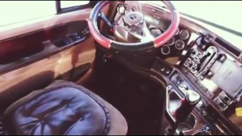 Semi-Truck Full Interior Detailing.