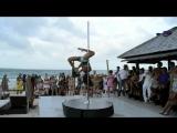 Танец на шесте у моря! Красивая музыка, красивый танец! Потрясающее выступление, искусство владеть телом завораживает!
