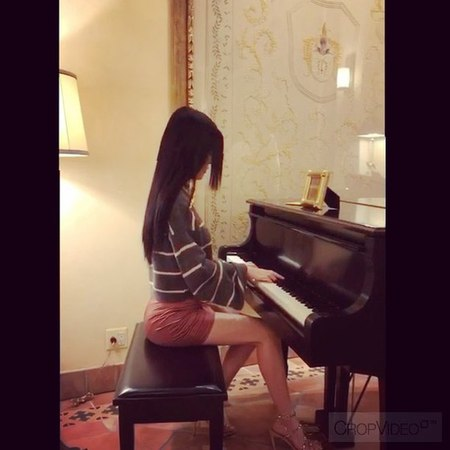 "MIKO BY2 白煒芬🎬 on Instagram: ""小時候學那麽多的樂器 還是偏愛鋼琴🎹 最近新學的 Lalaland"""