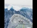 Военный корабль из Новой Зеландии, который попал в сильный шторм в Южном океане, накрыло огромной волной