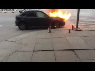 Горит авто на Московском проспекте