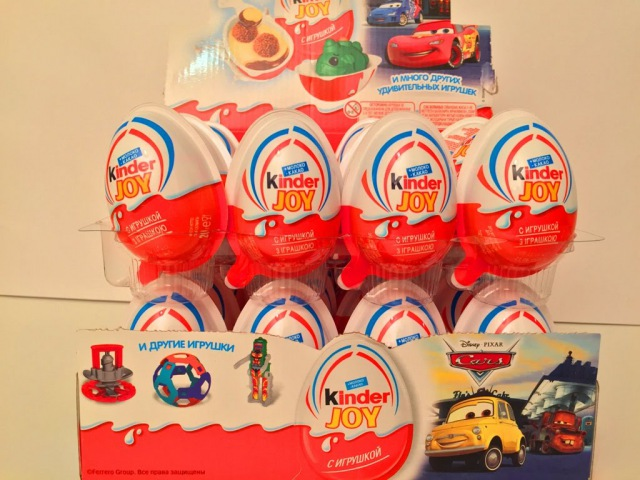 Киндер Сюрприз Джой Дисней Тачки 2015 На русском Языке,Unboxing 24 Kinder Joy Disney Cars.
