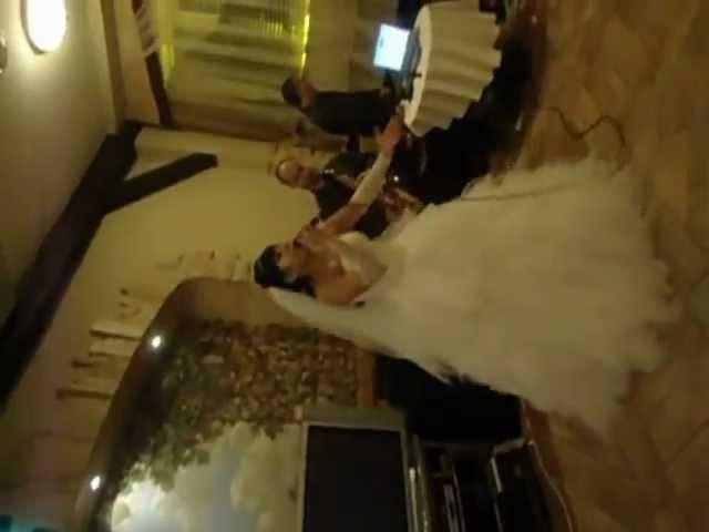 КРУТО Невеста поёт жених играет на саксофоне