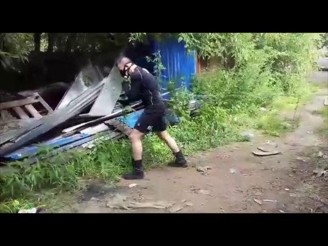 Денис Лобиков готовится к бою.