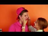 Девушки Мотора Таня и Андрей Поцелуй Падение Лепестков
