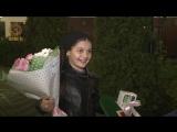 Цветы и IPhone-X победительнице конкурса стихов о Президенте России Владимире Путине