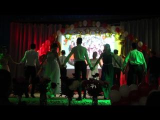 Танец на школьном выпускном вечере 2017