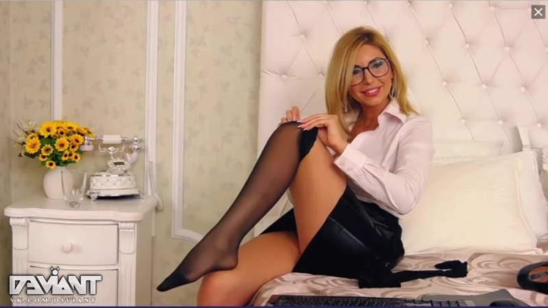 Sexy Web Model Stockings Legs Upskirt Ass Tits Fetish Nude Секси Девушка Одевает Чулки на Вебку Подюбкой Попка Сиськи Эротика Ню