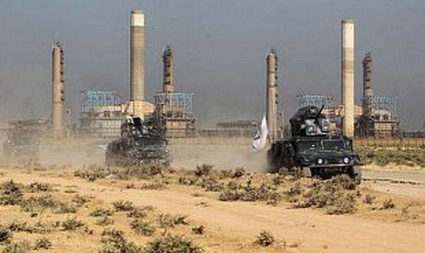 Нефть дорожает: запасы в США падают, напряженность на Ближнем Востоке остается