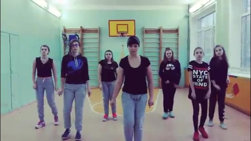 Девочки танцуют в спорт зале - Между нами тает лёд