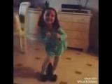 Девочка_танцует под песню Вите надо выйти.mp4