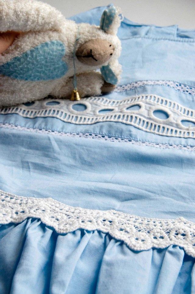 Женственная блуза с тесьмой и кружевом нежного светло-голубого цвета Подойдет и для повседневной жизни и для работы Мне