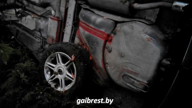 В Барановичском районе обгон закончился опрокидыванием автомобиля в кювет