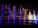 Фонтаны и лазерное шоу возле Marina Bay Sands в Сингапуре