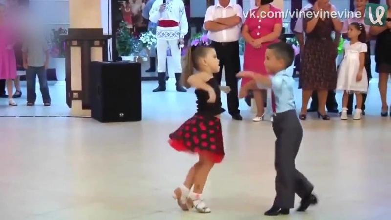 Талантливые детки танцуют глаз не оторвать