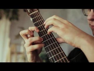 Гитарист виртуозно исполняет кавер на песню Take On Me группы a-ha