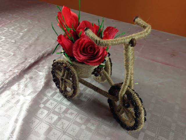 Bicicleta hecha con cuerda y café estilo vintage Bycicle vintage style