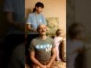 Деда дергают за уши в день варения