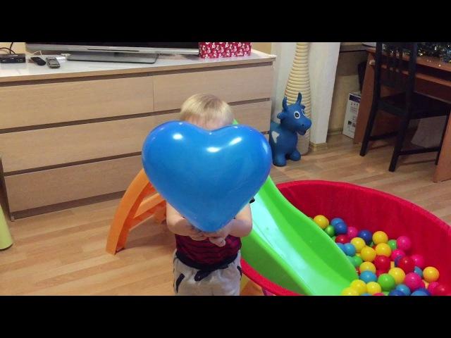 Учим Цвета надувая Воздушные шарики. Видео для малышей, В каждом шарике сюрприз.L...