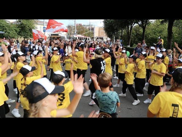 скоро карнавал, День города Калуги, школа TODES-Калуга. Пока все ждут, мы танцуем, площадь Победы, 2017