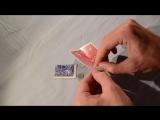 Фокусник демонстрирует, как выполнить 3 удивительных карточных фокуса