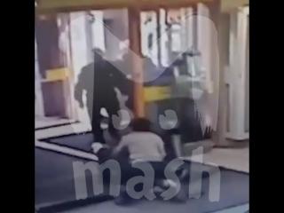 В Уфе девушка украла лифчик из ТЦ и бьется за него с пятью охранниками